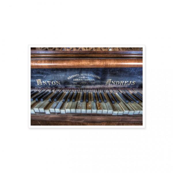 """Postkarte """"Altes verziertes Klavier"""""""