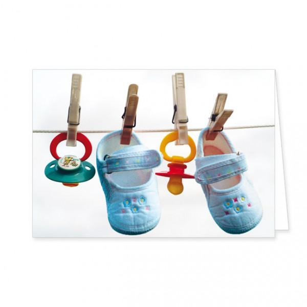 """Doppelkarte """"Blaue Babyschuhe und Schnuller"""""""