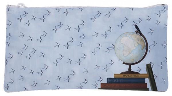 Etuitasche 'Globus' von Rebecca Campbell